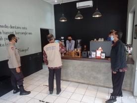 Kelurahan Cokrodiningratan Melakukan Monitoring Penegakkan PPKM Darurat
